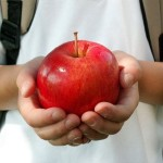 hand-holding-apple_2