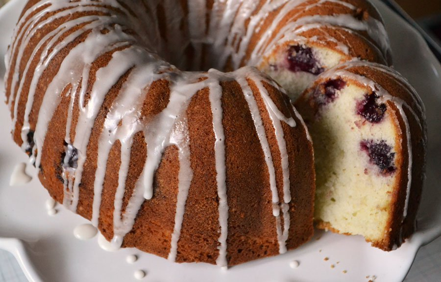 Rolling Spoon cherry cake -val