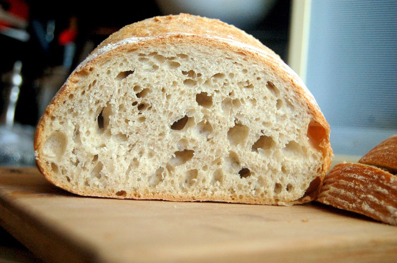 Nicole sourdough cut 800