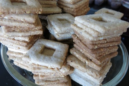 10 Linzer cookies