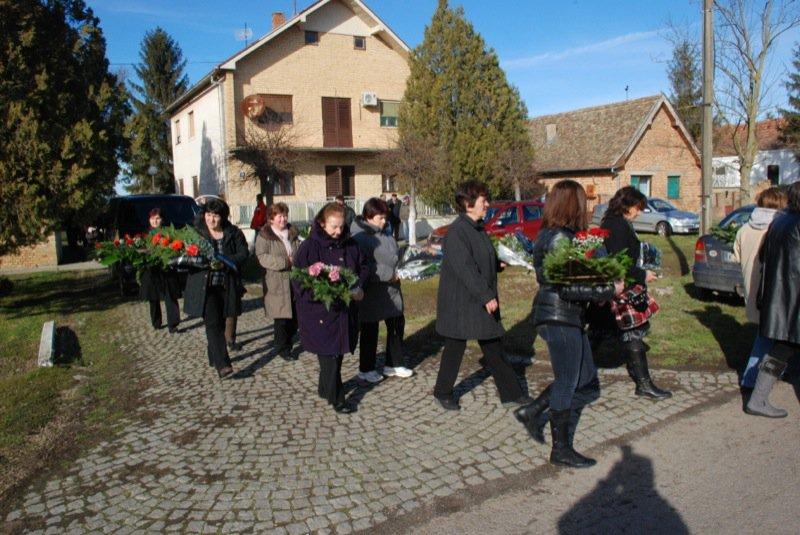 10 Pavas Funeral Procession