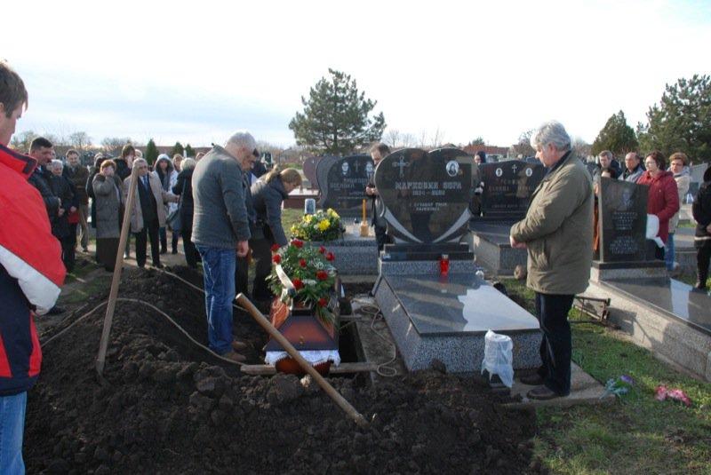 16 Pavas Funeral Graveyard