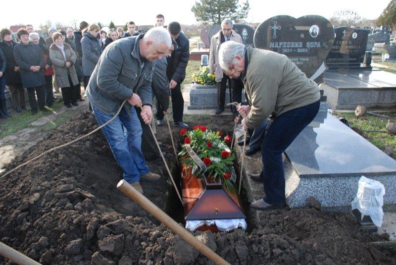 17 Pavas Funeral Graveyard