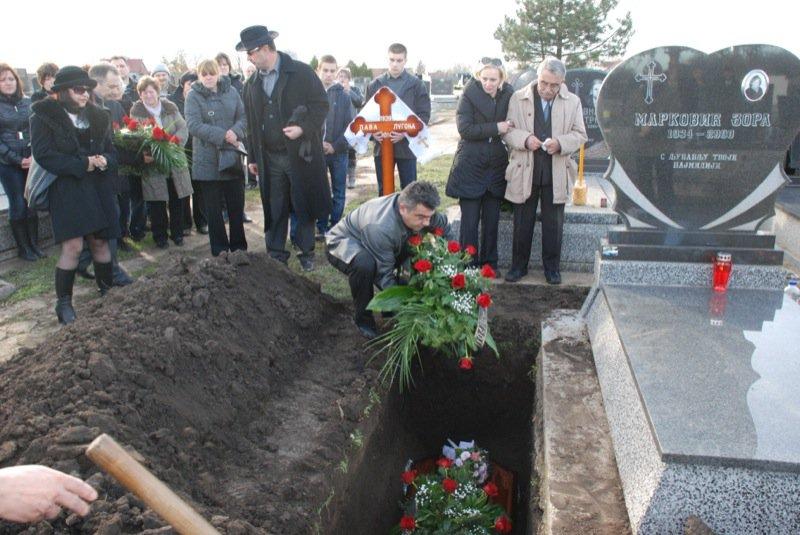 18 Pavas Funeral Graveyard Igor