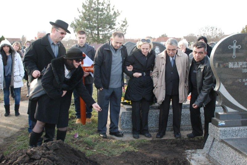 21 Pavas Funeral Graveyard Family