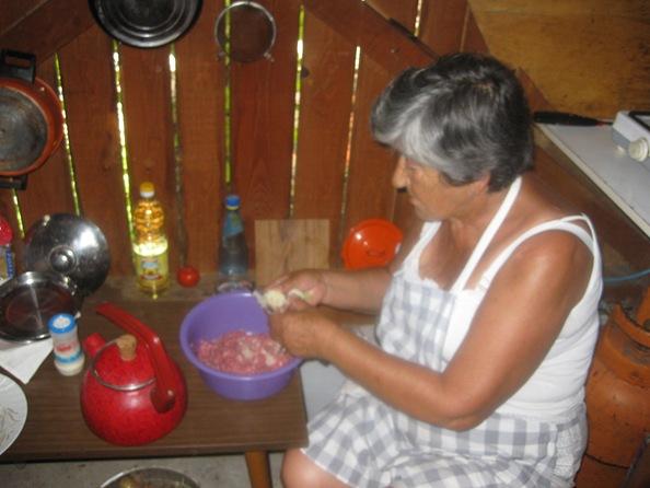 4 SundayJuly262009 Pava Making Pljeskavica