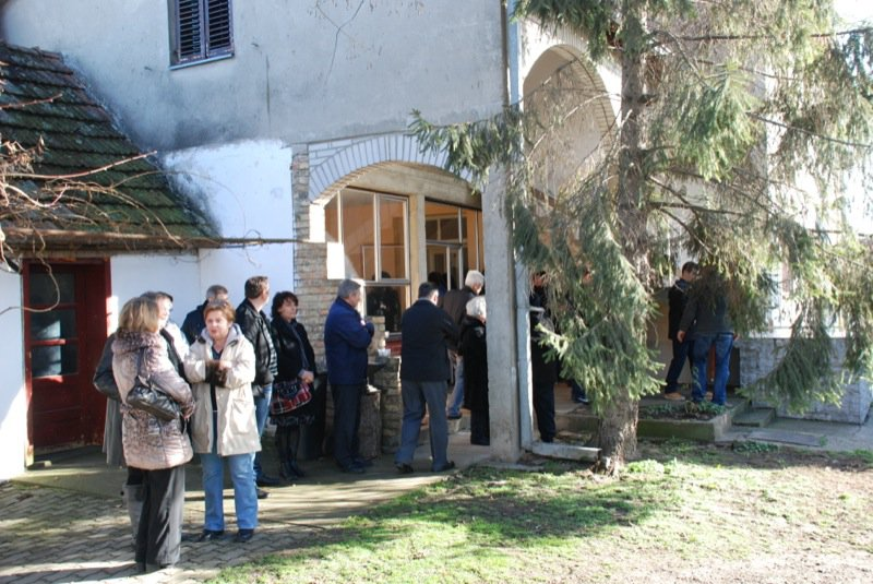 6 Pavas Funeral Outside Cicis