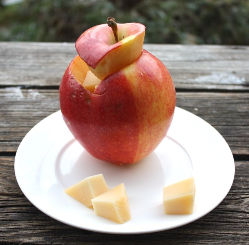 6 apple stuffed with cheese