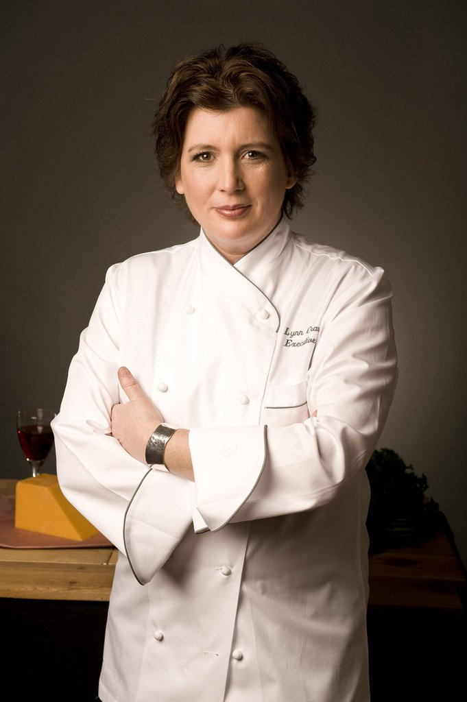 Food Network celebrity chef Lynn Crawford will be in Edmonton for NAIT's Chef in Residence program March 10-14. Yeah! I have been hoping for this announcement for a few years now! Chef Lynn will be the first woman to be honoured with this opportunity since the Hokanson Chef in Residence program started in 2009 with Canadian celebrity chef Rob Feenie. That one I missed. The chef in residence program, now in its sixth year, provides students in the School of Hospitality and Culinary Arts with a rare opportunity to learn firsthand from the best chefs in North America.