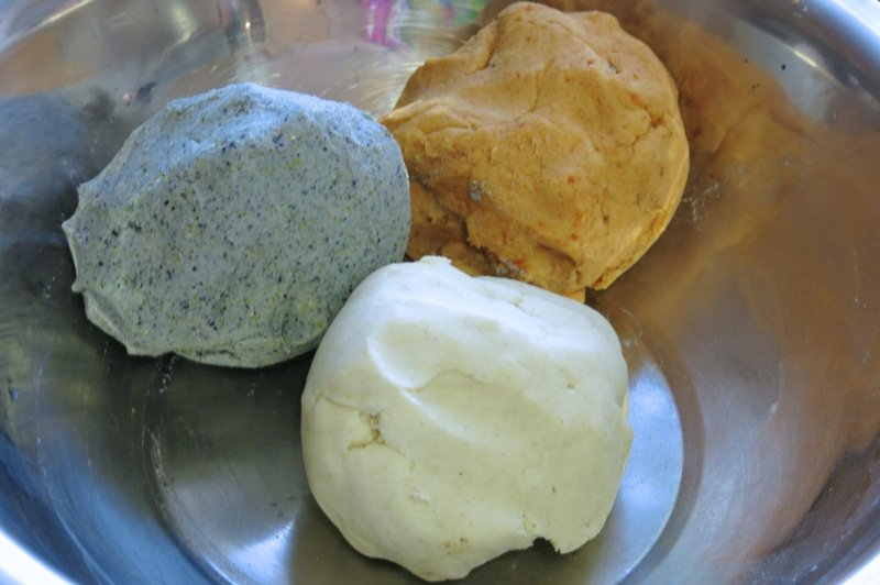 79 Tortilla dough tri coloured corn flour