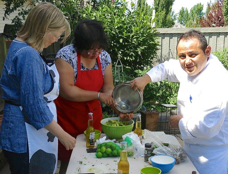 20 Guacamole Chef Hugo Raya