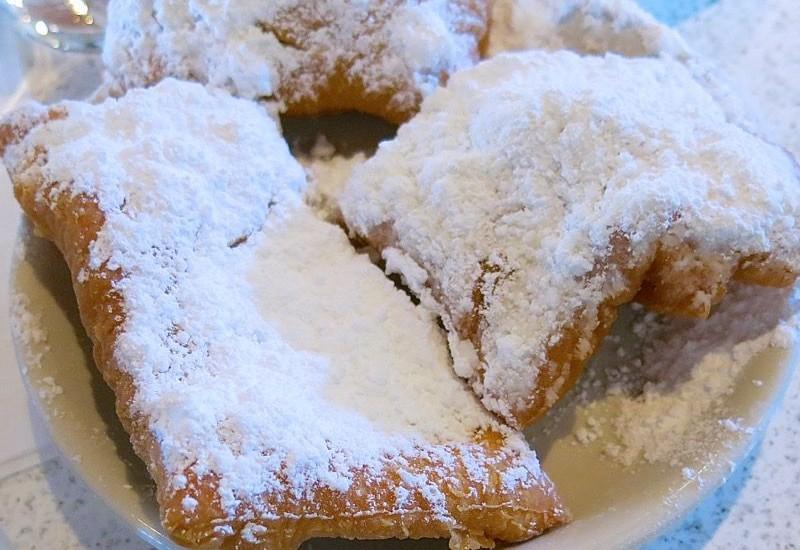 Cafe du Monde: The Famous Beignet