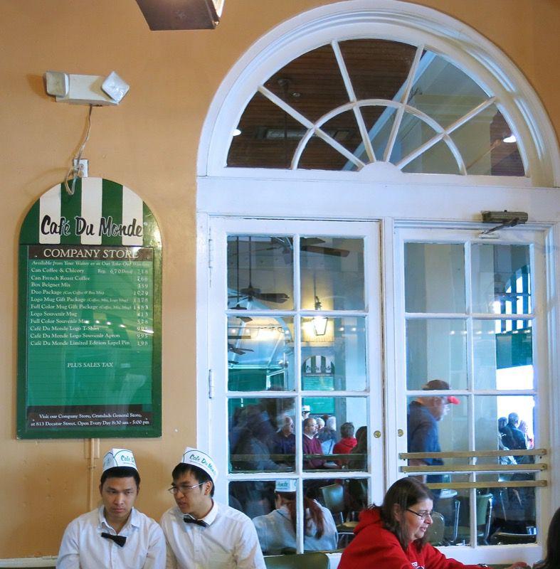 12 Cafe du Monde New Orleans
