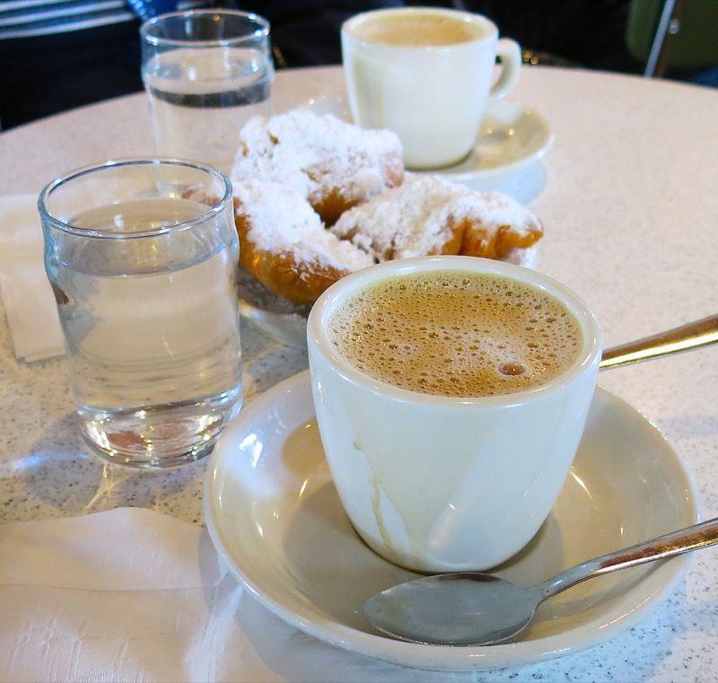 21 Cafe du Monde New Orleans