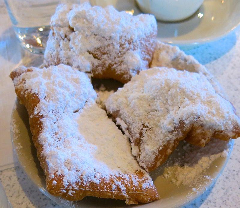 22 Cafe du Monde New Orleans
