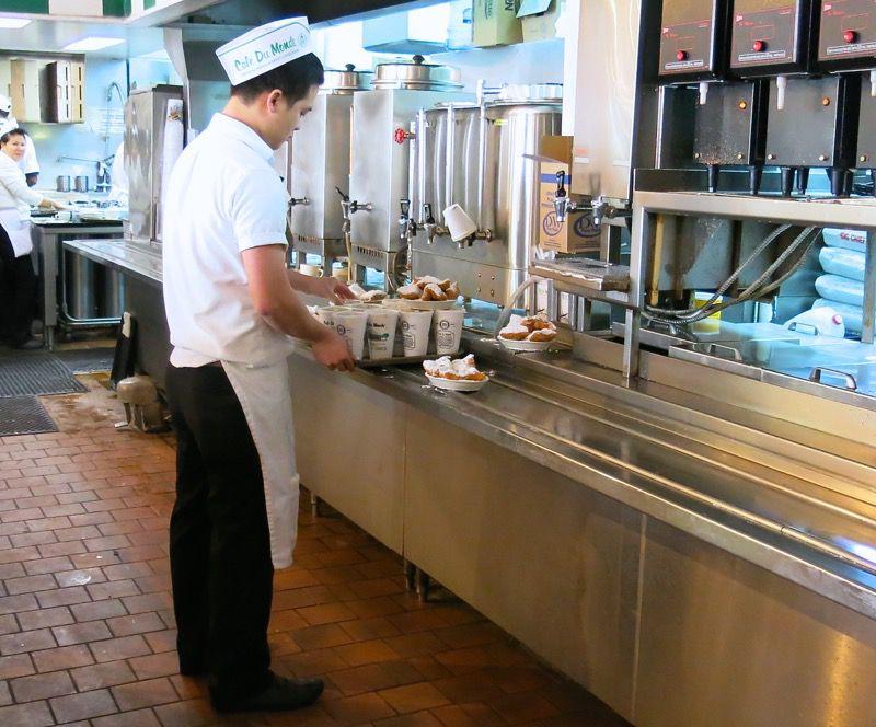 8 Cafe du Monde New Orleans