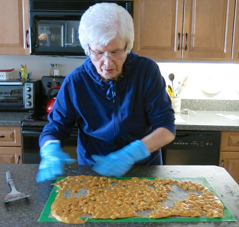 7e2 Homemade Peanut Brittle