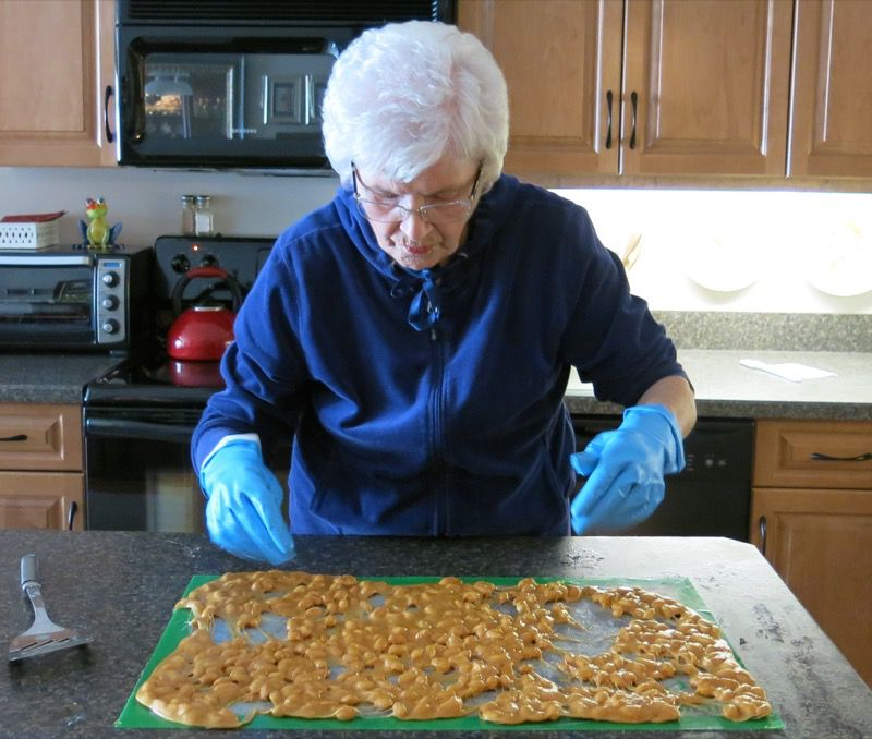 7e3 Homemade Peanut Brittle
