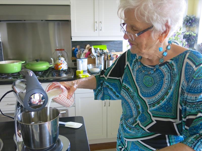 10 Helen McKinney Prairie Dinner Buns