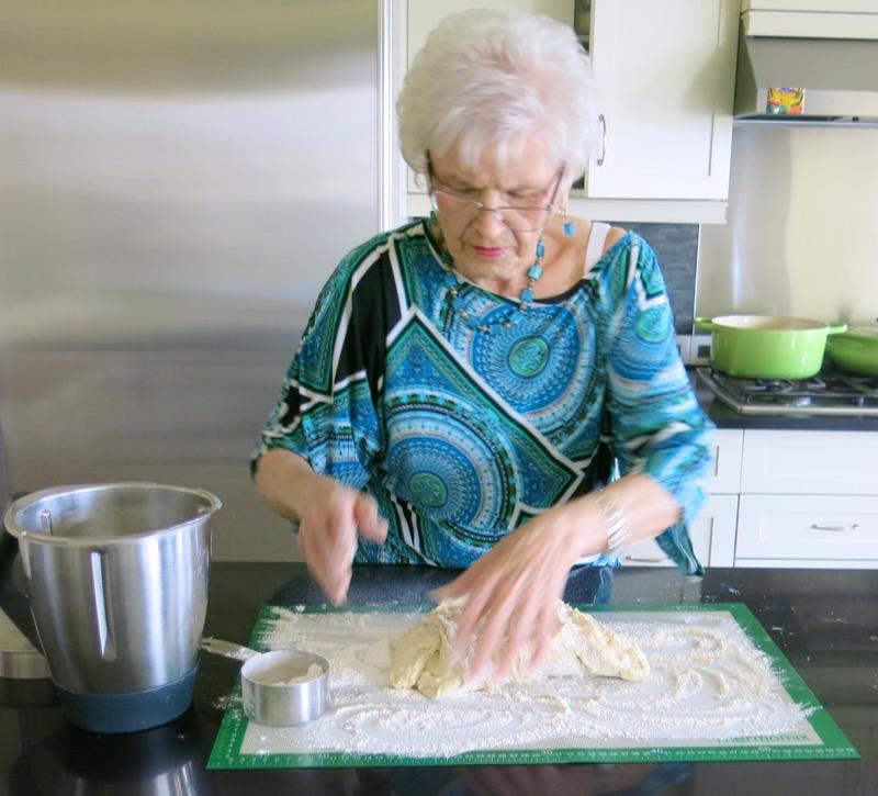 25 Helen McKinney Prairie Dinner Buns