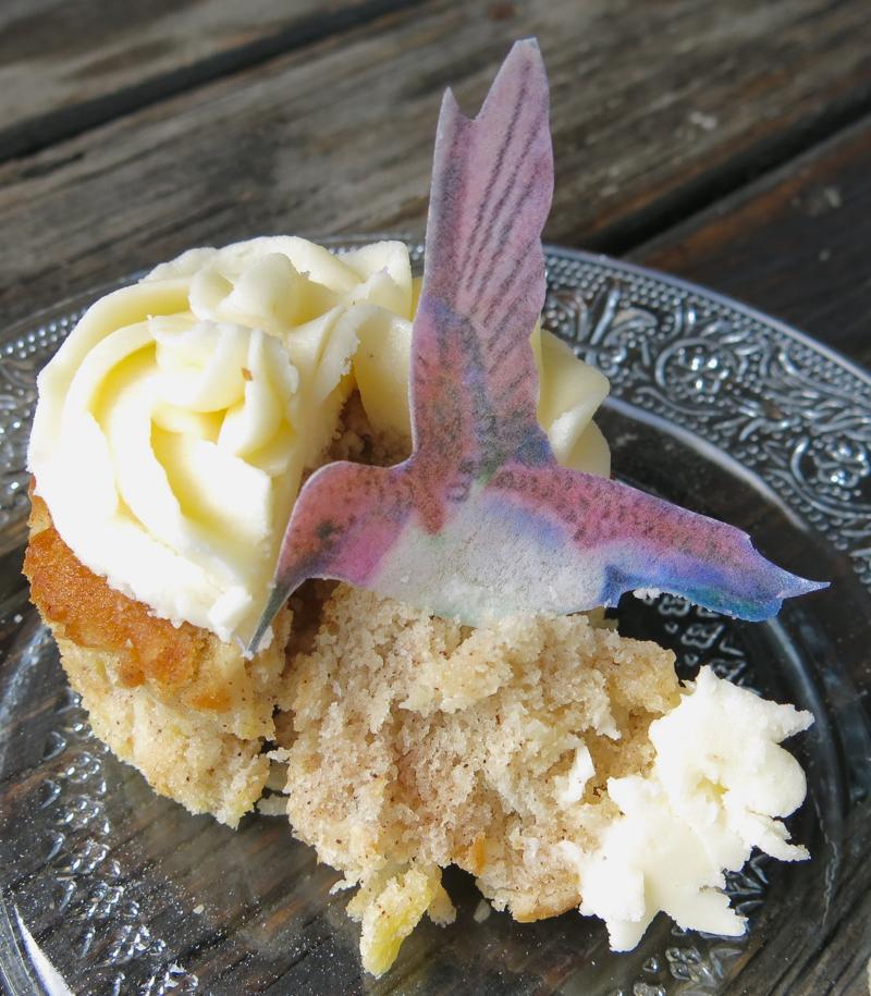 24 Hummingbird Cupcake