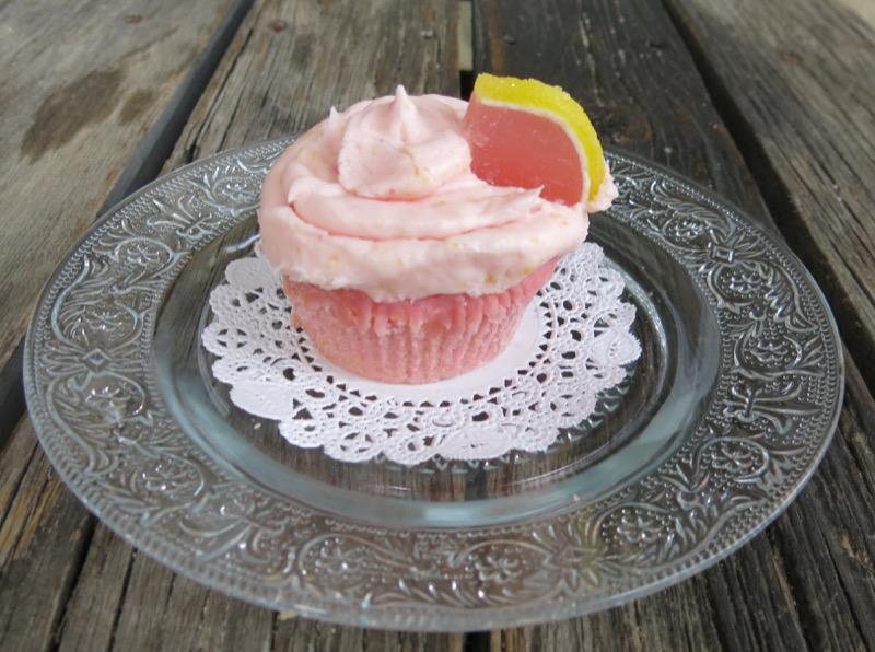 2 Pink Lemonade Cupcakes