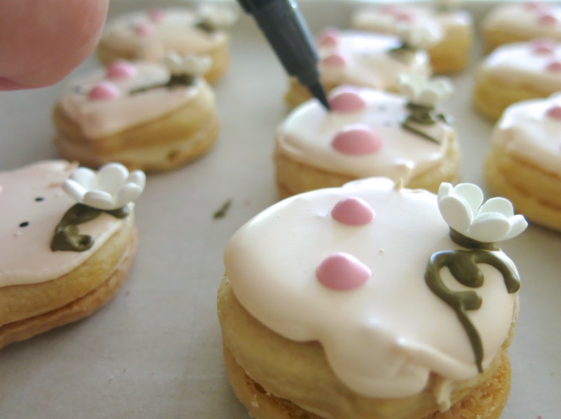 20 Decorating Babyface Sandwich Cookies