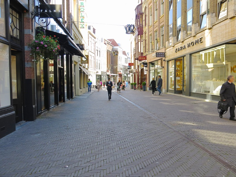 7-the-hague-pedestrian-street