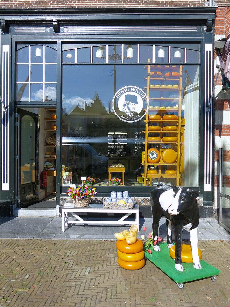 cheese-store-in-delft-market-square