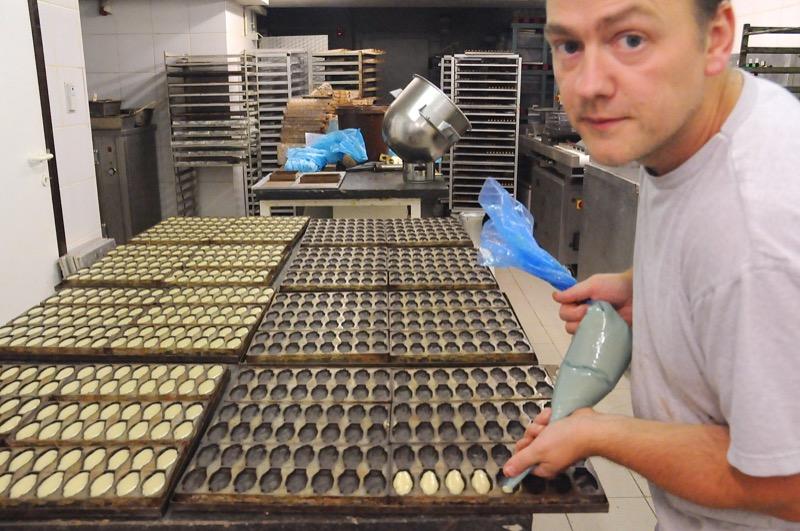 chocolate-antwerp-hands