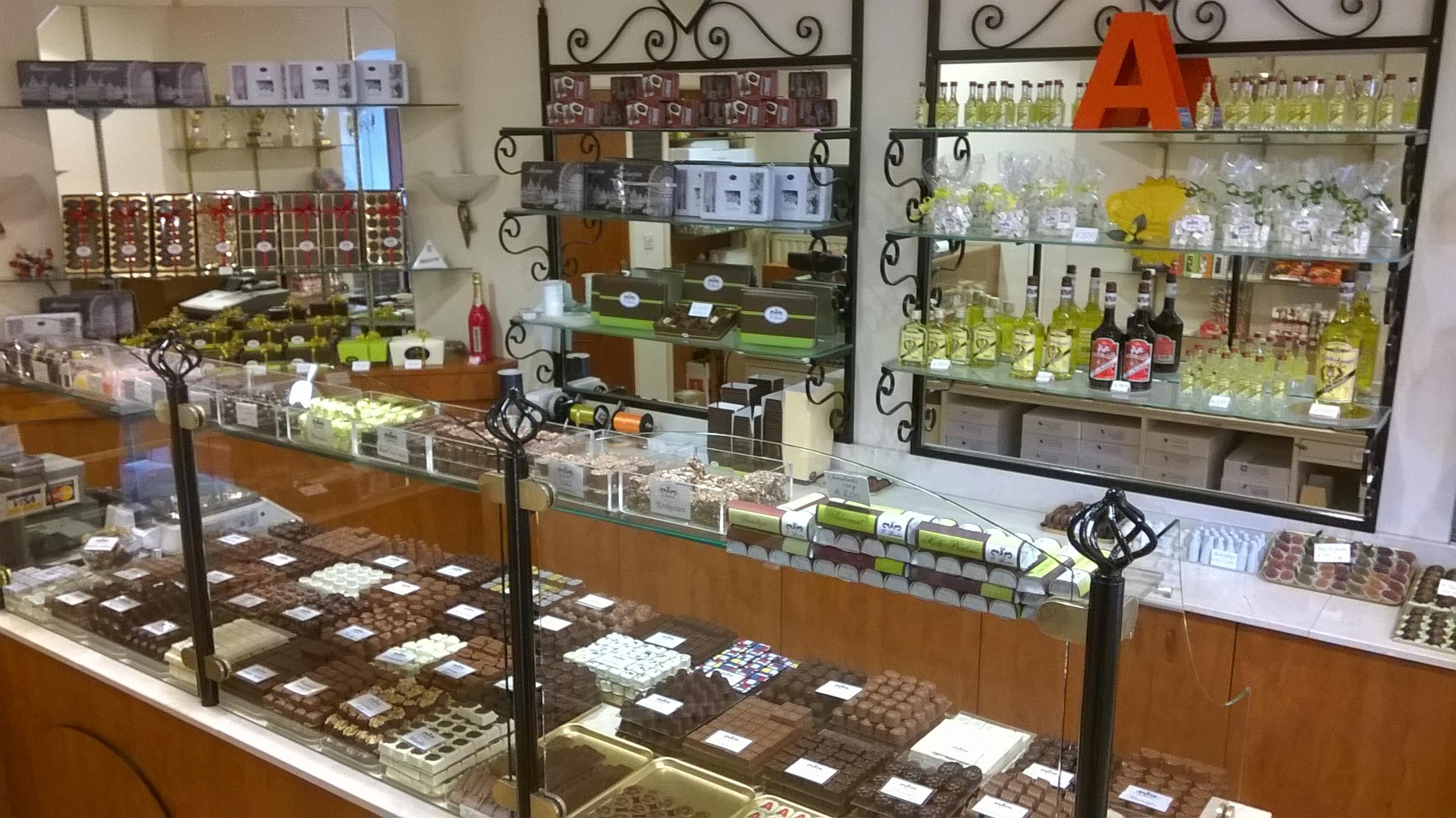 inside-chocolate-shop-antwerp-oct-2016