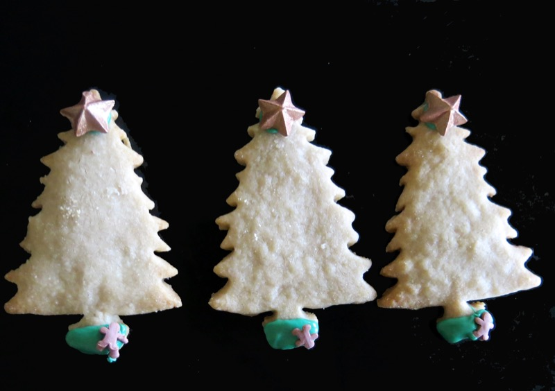 17-decorating-butter-cookie-christmas-trees-2016