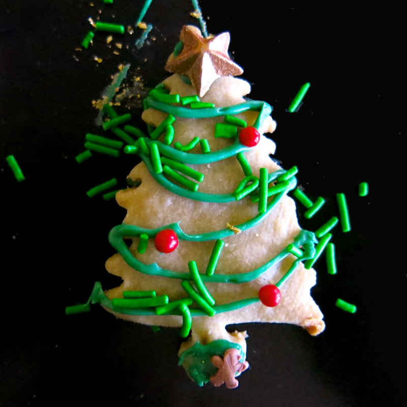 19a-decorating-butter-cookie-christmas-trees-2016