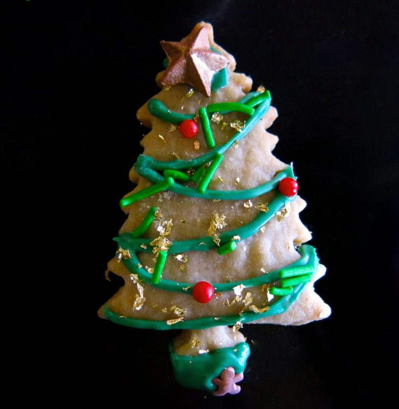 19b-decorating-butter-cookie-christmas-trees-2016