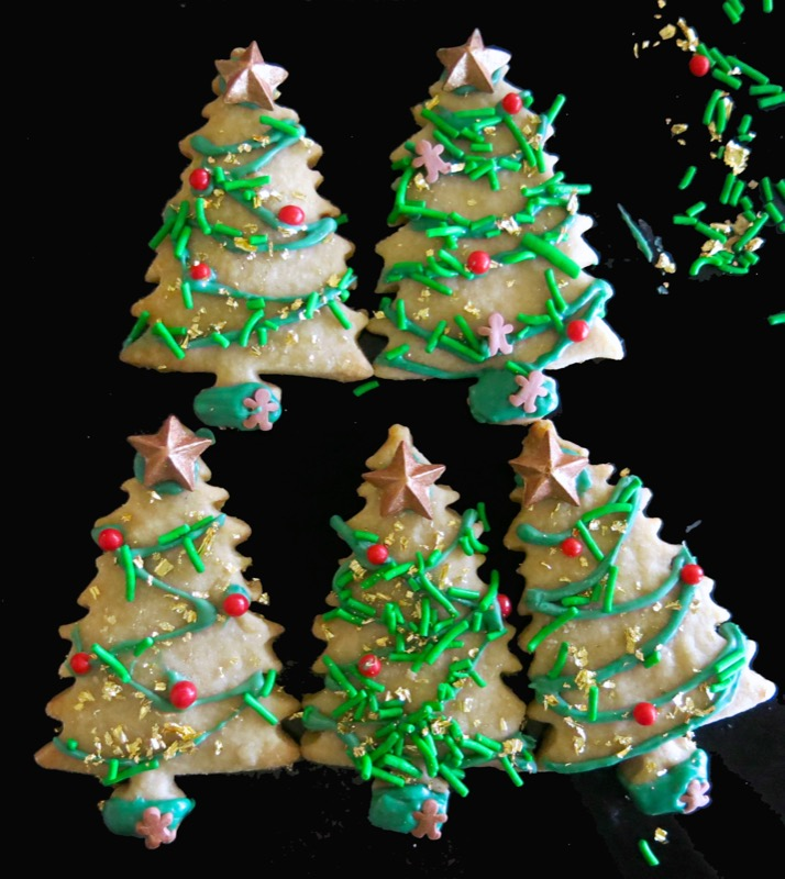 21-decorating-butter-cookie-christmas-trees-2016