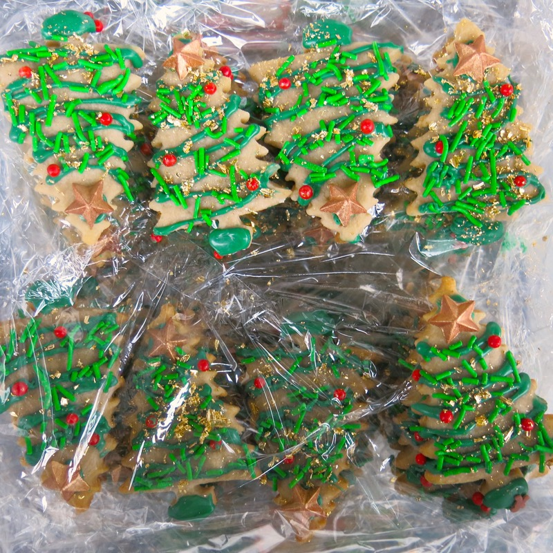 24-butter-cookie-christmas-trees-decorated-2016
