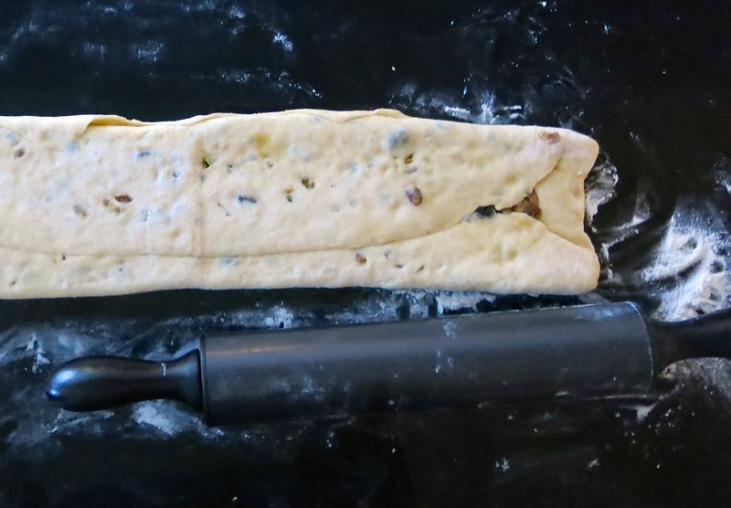 32-rolling-fruit-into-stollen-dough