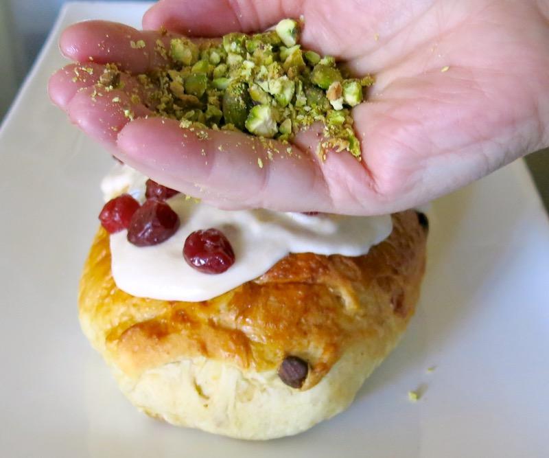 50-chopped-pistachios-decorating-stollen